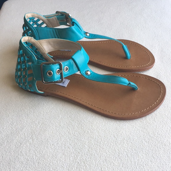Steve Madden Shoes - Cute Steve Madden turquoise thong sandals sz 6